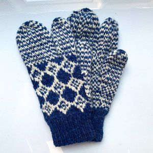Hand Knit Wool Blue & Ivory Lobster Claw Mittens
